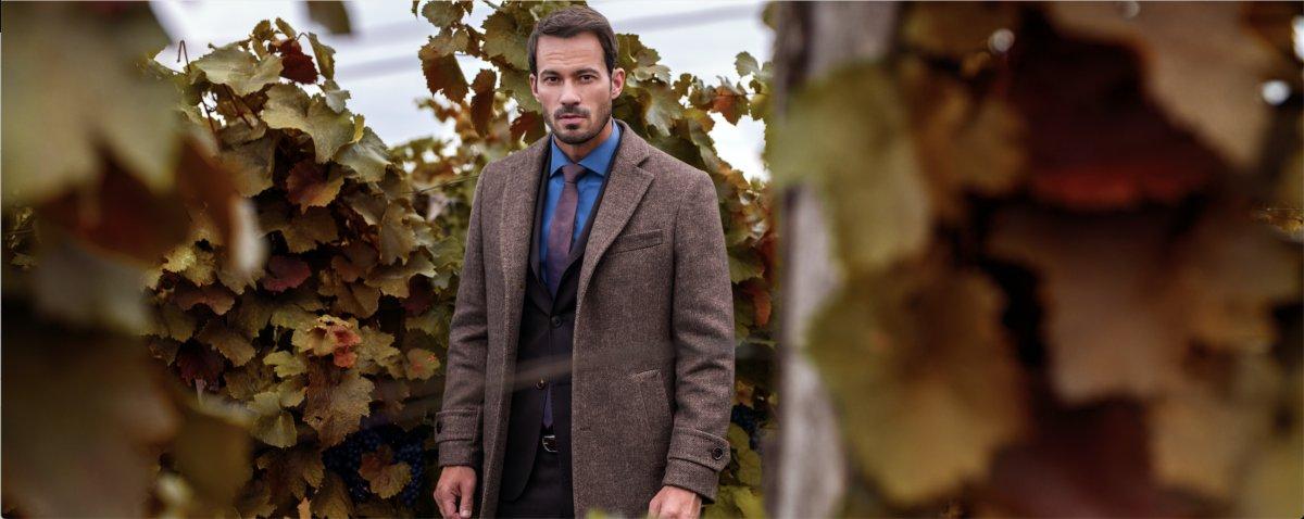 hnedý kabát